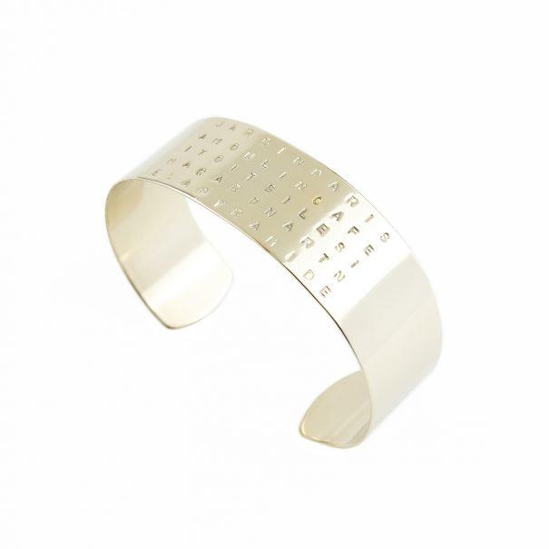 """Bracelet personnalisé, gravé """"PARIS"""". un bijou de créateur créé pour Poisson Plume bijoux."""