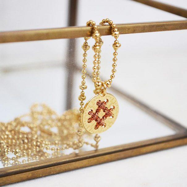 Collier médaille dorée et cuivrée