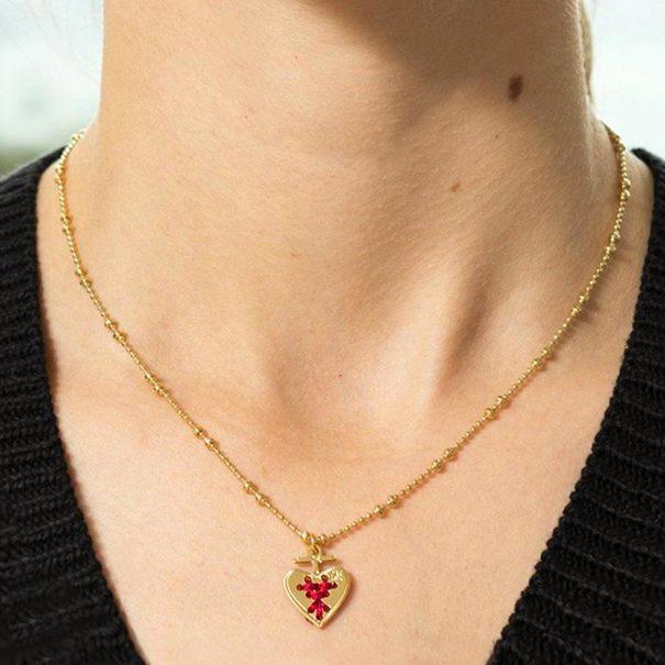 collier medaille coeur rouge. Une création de haute fantaisie parisienne, signée camille Enrico. Chez Poisson Plume bijoux
