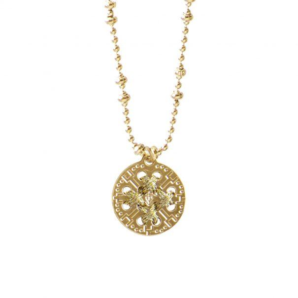 Collier médaille ronde dorée et brodée de fil or. Un bijou fait main à paris