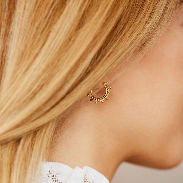 petites créoles perlées or créateur Agnes de Verneuil