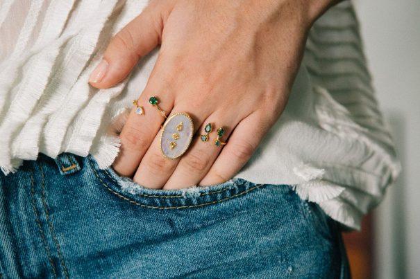 Bague Lana Pierre de Lune photo portee Be Maad chez Poisson Plume bijoux