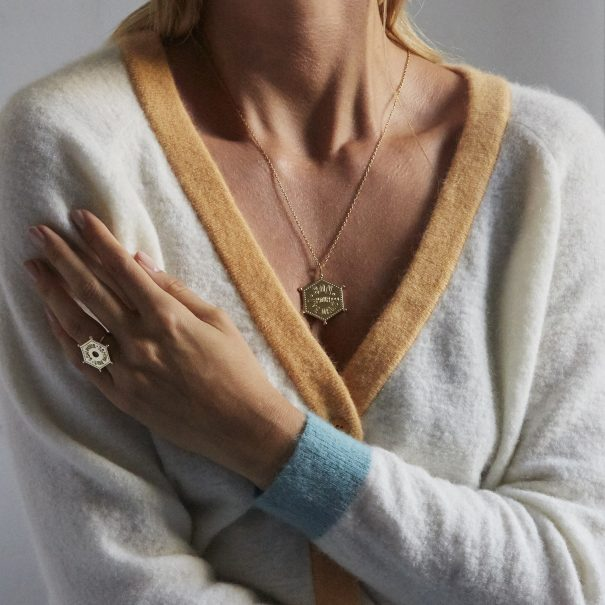 Collection de bijoux dorés Dance with me, par Agnès de Verneuil. Des bijoux tels des décalrations d'amour, pour tous les amoureux
