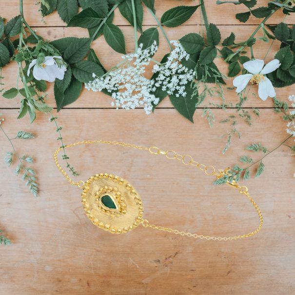 Bracelet medaille emeraude Verine Louise hendricks chez poisson plume bijoux