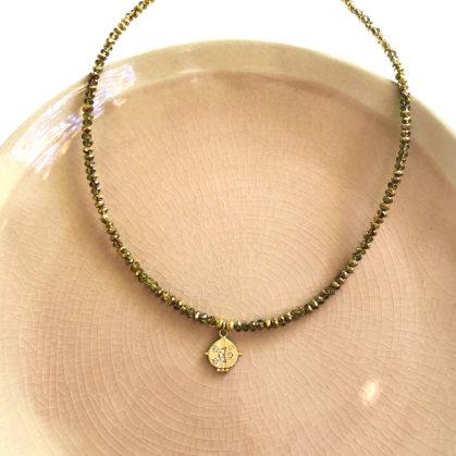 collier quartz médaille lune doré chez poisson plume