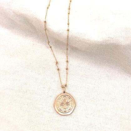 collier medaille grabrille poissonplume bijoux
