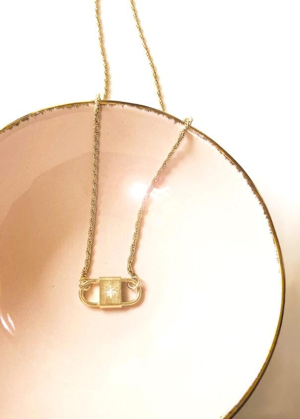 collier thaïs étoile chez poisson plume bijoux