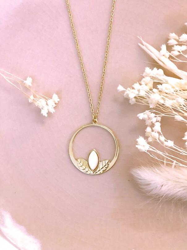 collier clematite nacre chez poisson plume bijoux
