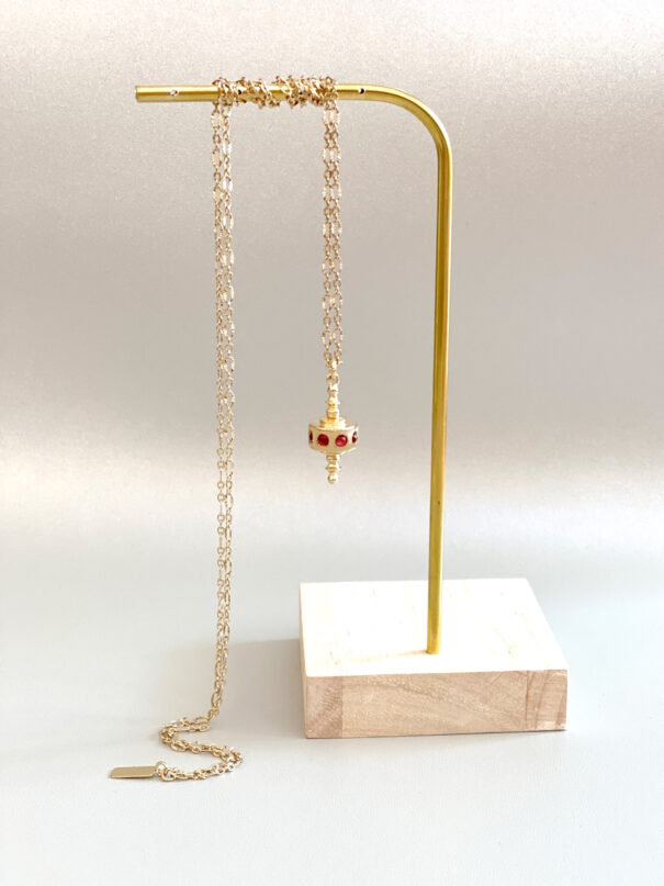 collier toupie grenat chez poisson plume bijoux