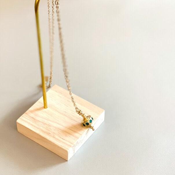collier toupie vert ermeraude chez poisson plume bijoux